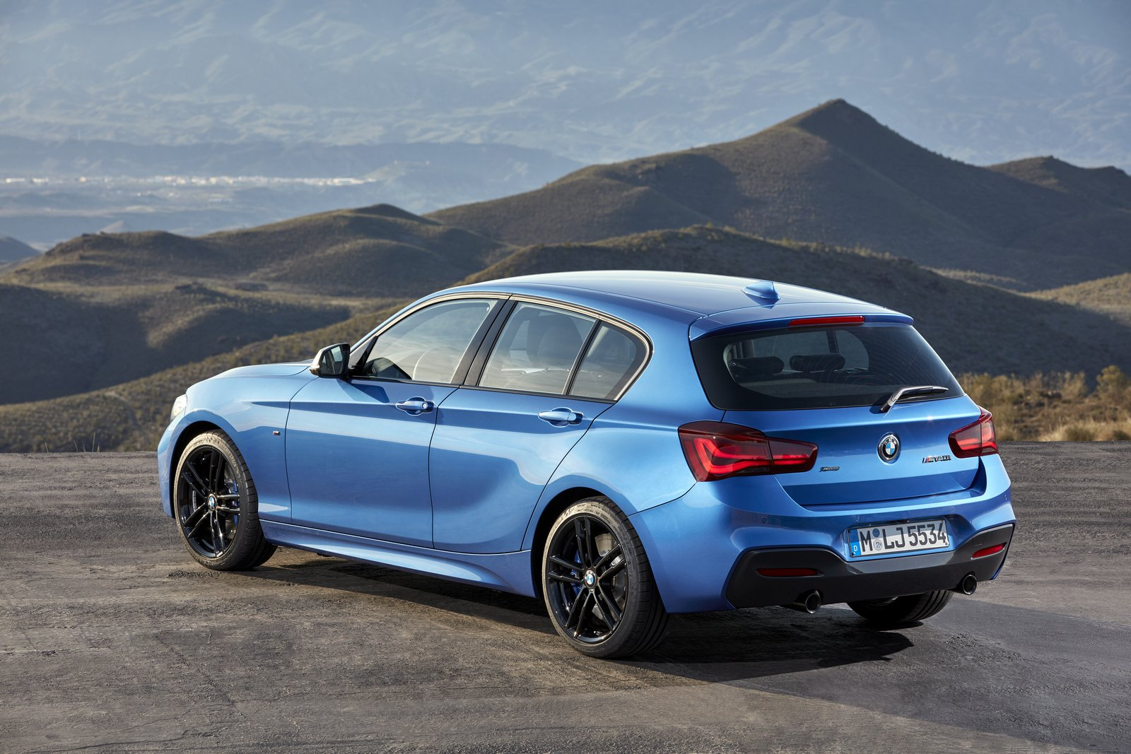 2018 bmw 1 series refreshed with new interior and more technology. Black Bedroom Furniture Sets. Home Design Ideas