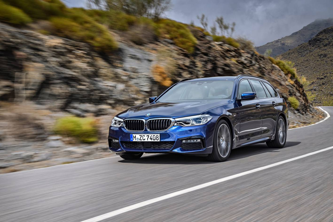 bmw 5 series touring pricing and specifications announced. Black Bedroom Furniture Sets. Home Design Ideas