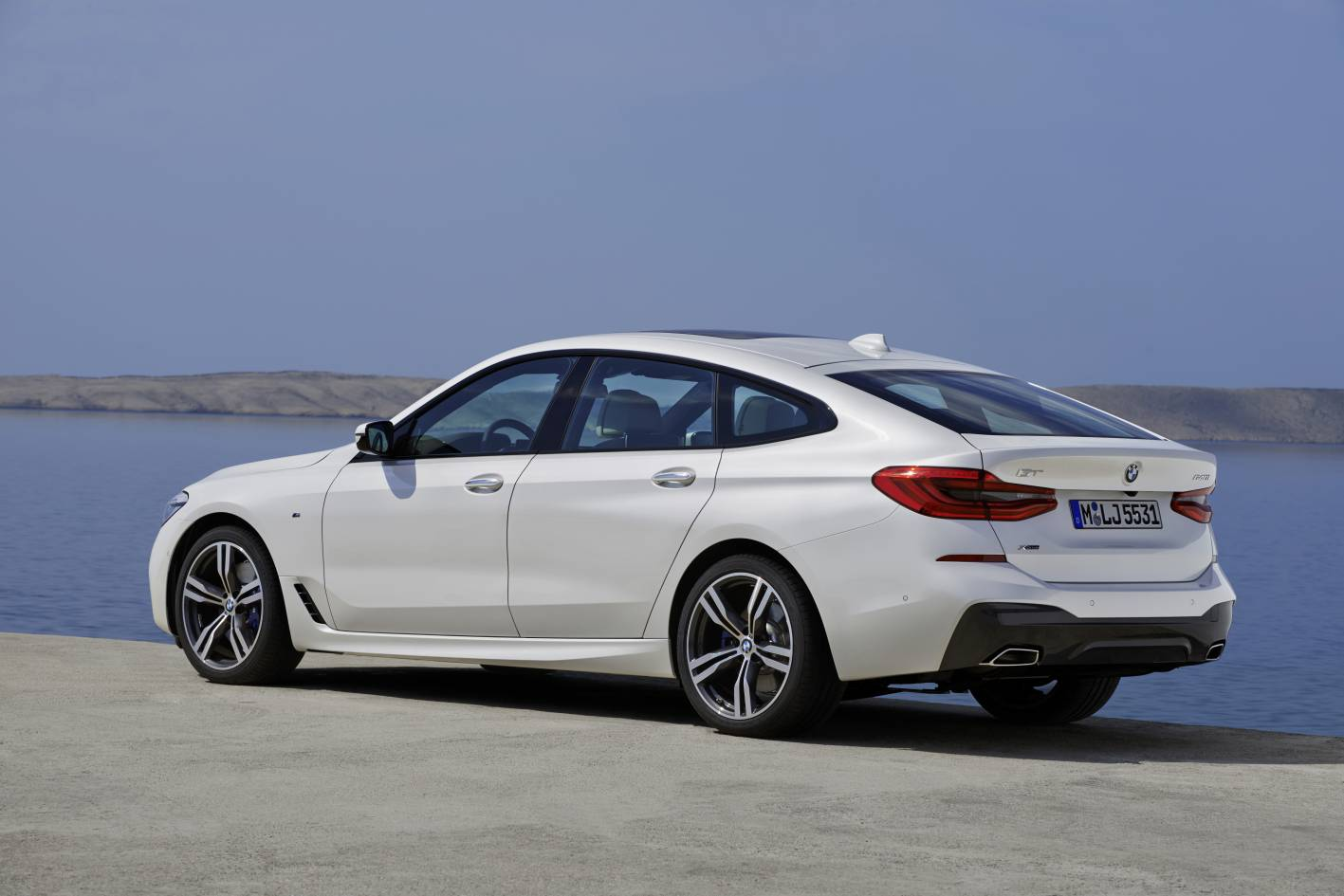 new bmw 6 series gt unveiled replaces 5 series gt. Black Bedroom Furniture Sets. Home Design Ideas