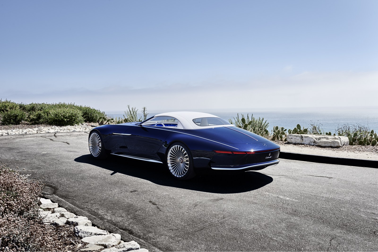 ultra luxurious mercedes maybach 6 cabriolet concept unveiled. Black Bedroom Furniture Sets. Home Design Ideas