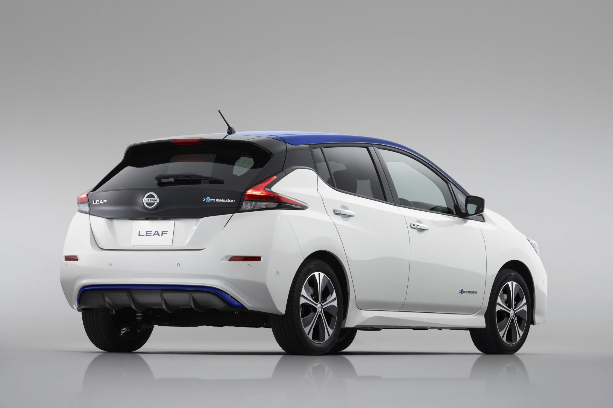 2018 Nissan Leaf Brings Greater Range And Semi Autonomous Drive