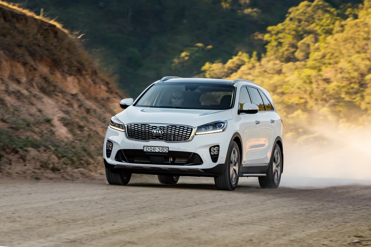 updated 2018 kia sorento gains new 8 speed box and safety features. Black Bedroom Furniture Sets. Home Design Ideas