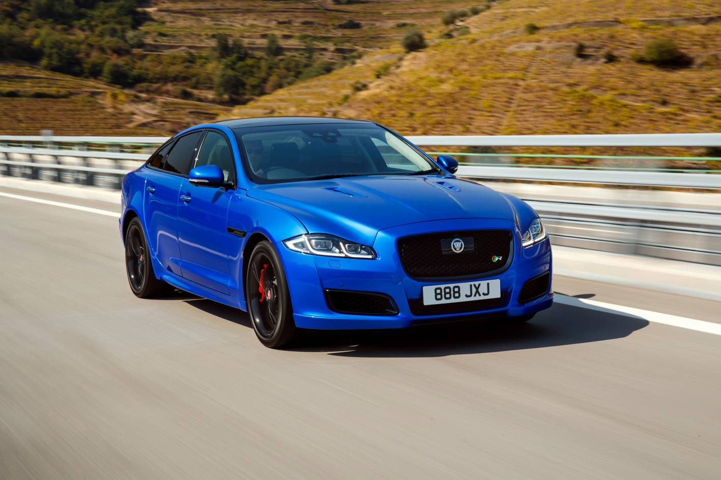 jaguar xj refreshed for 2018 gets 423kw xjr575 range topper. Black Bedroom Furniture Sets. Home Design Ideas