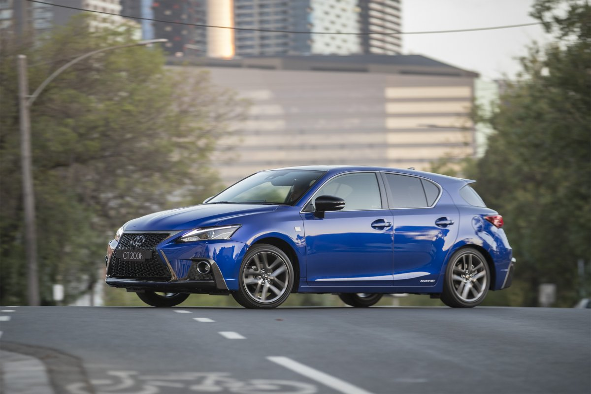 lexus adds style features and safety to ct 200h hybrid. Black Bedroom Furniture Sets. Home Design Ideas