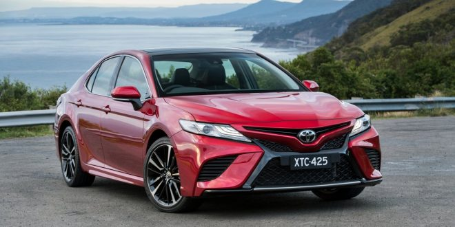 2018 Toyota Camry pairs sharp design with new powertrains