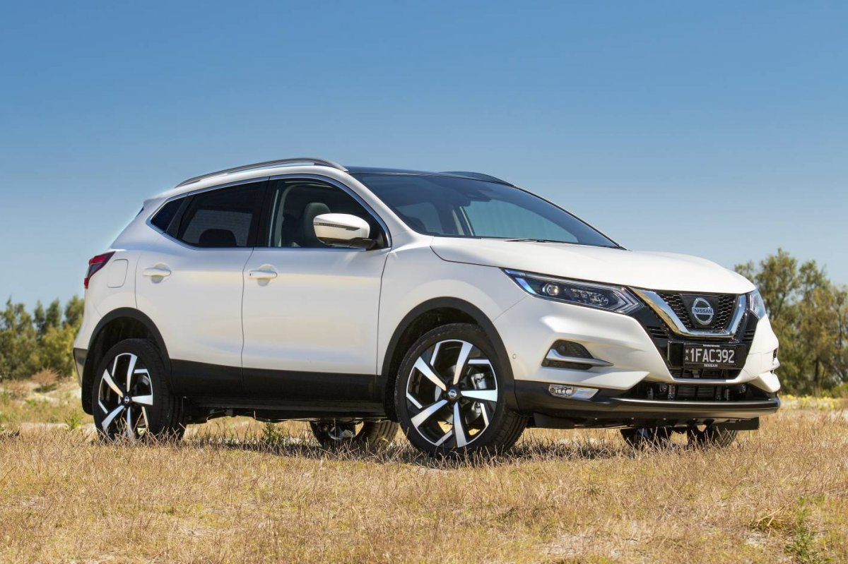 nissan qashqai updated for 2018 gains advanced safety tech. Black Bedroom Furniture Sets. Home Design Ideas