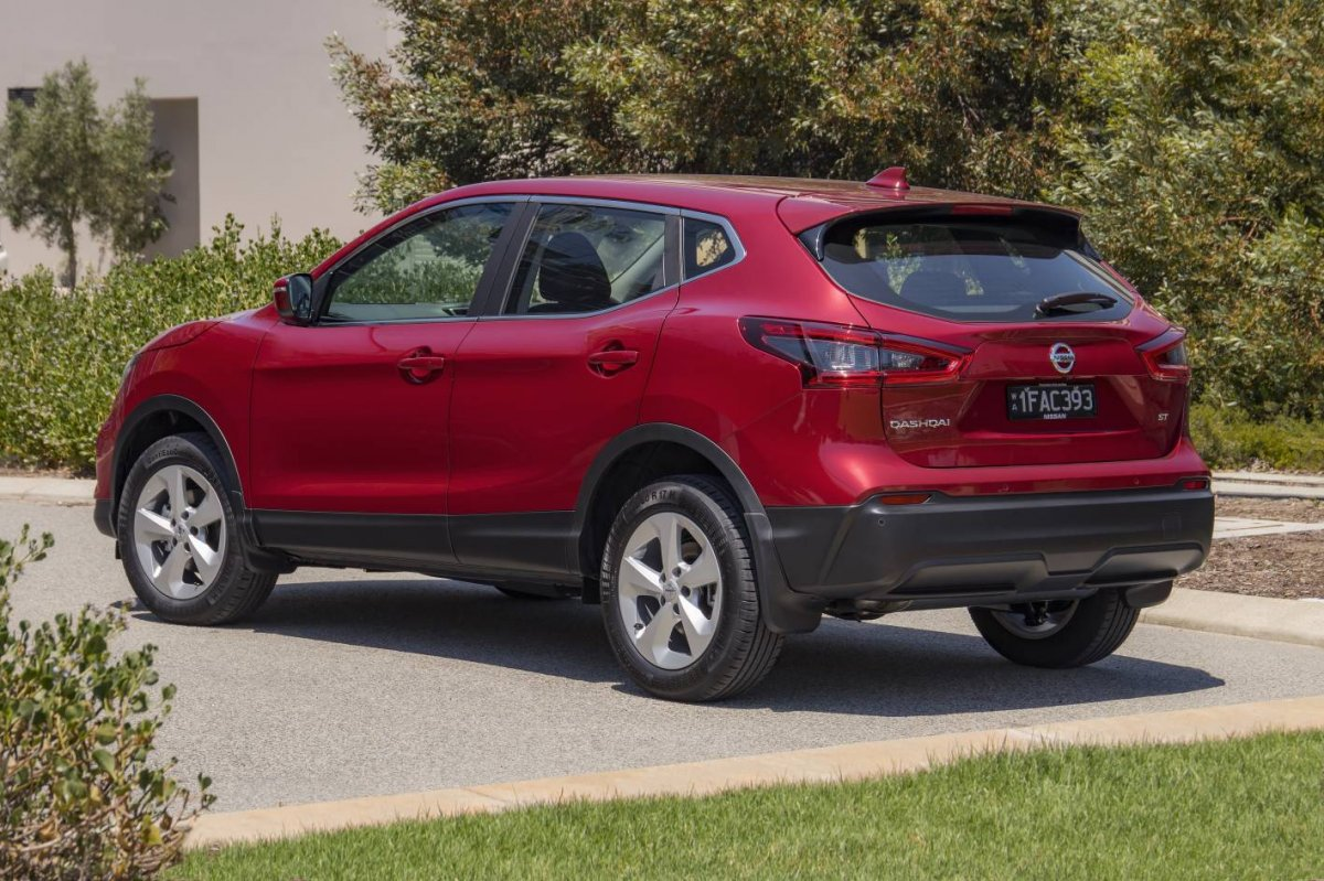 nissan qashqai updated for 2018 gains advanced safety. Black Bedroom Furniture Sets. Home Design Ideas