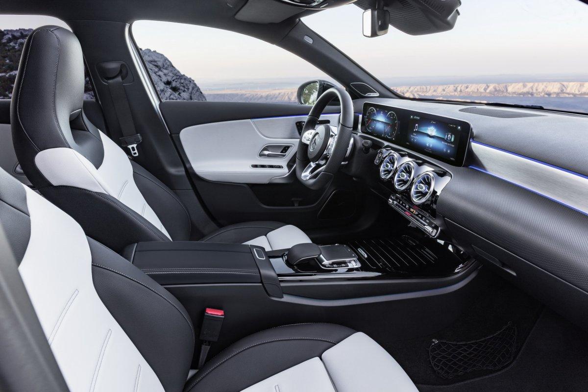 Odyssey 2018 Australia >> 2018-Mercedes-Benz-A-Class-Hatch interior-5 - ForceGT.com