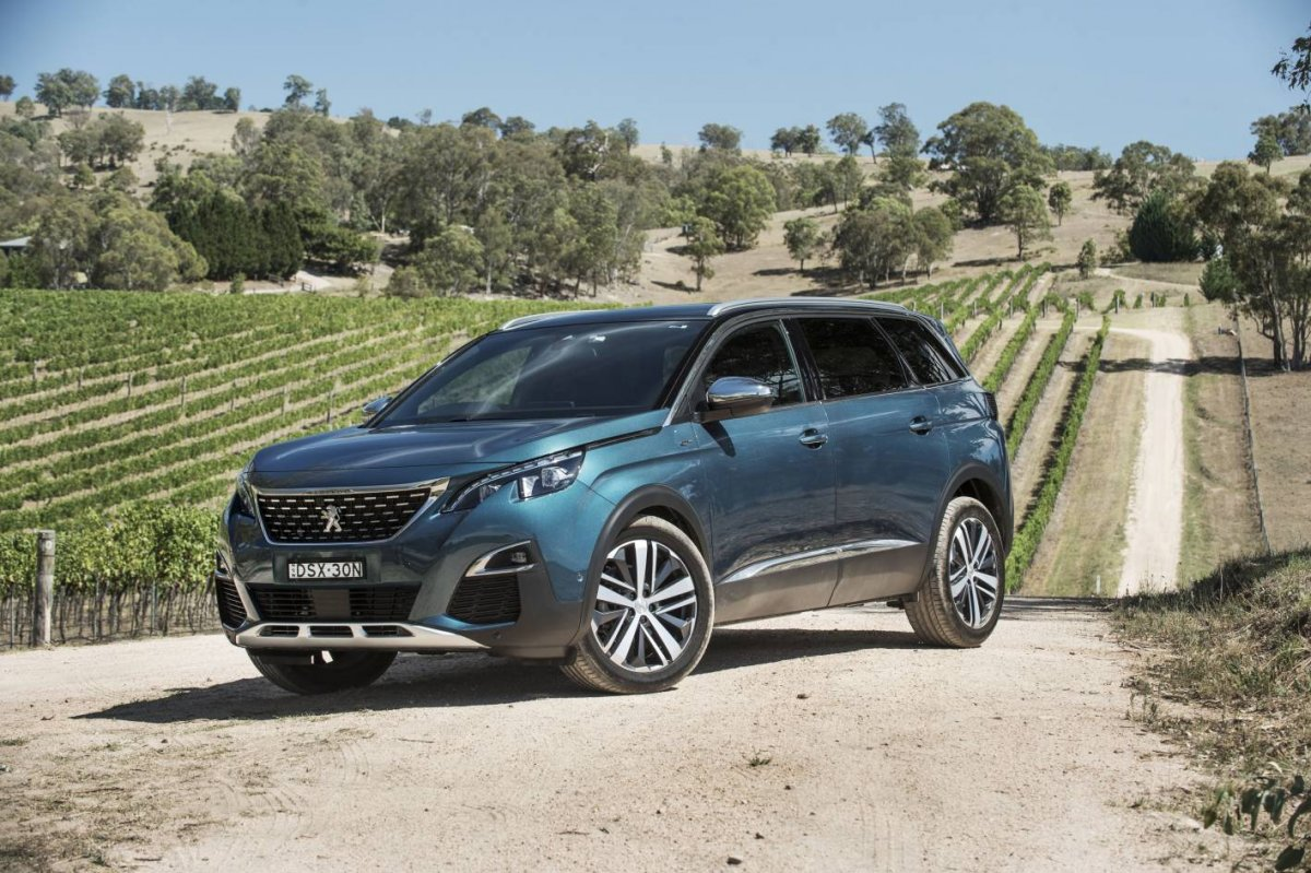 peugeot 5008 7 seater suv promises benchmark space and versatility. Black Bedroom Furniture Sets. Home Design Ideas