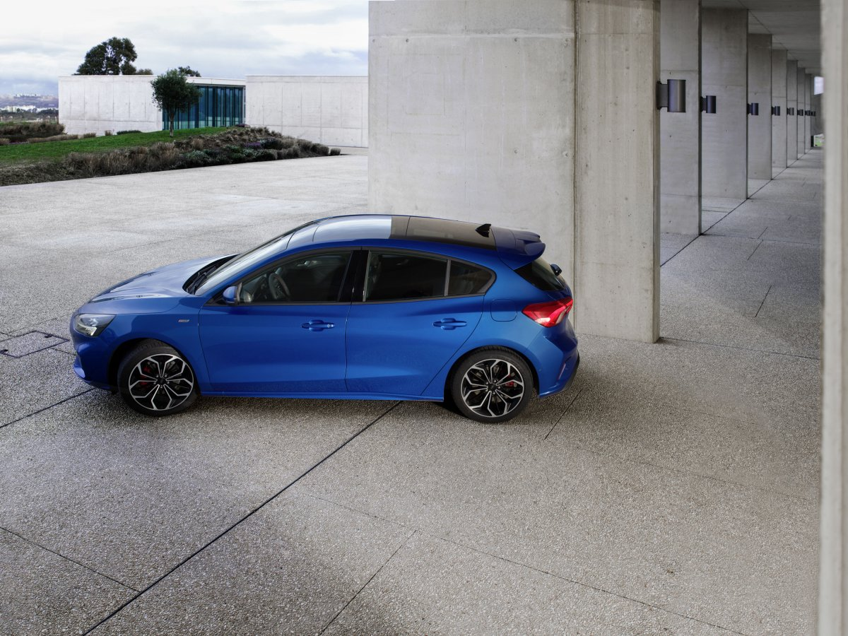 2018 ford focus debuts with 8 speed auto and 3 pot turbo. Black Bedroom Furniture Sets. Home Design Ideas
