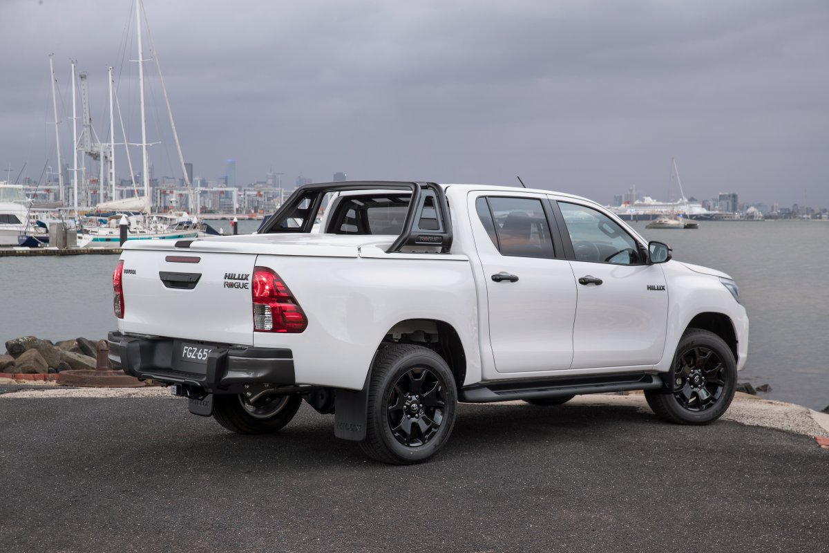 toyota hilux rugged x rogue rugged 10. Black Bedroom Furniture Sets. Home Design Ideas