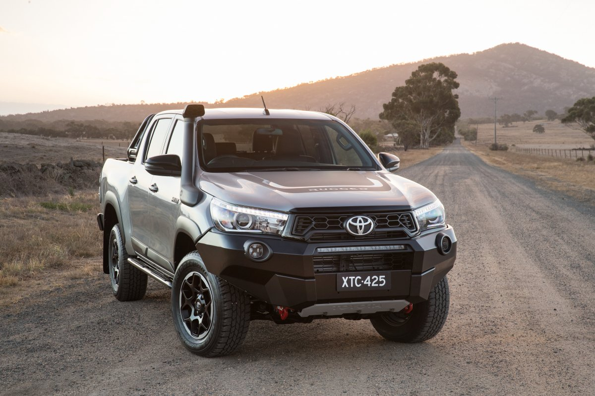 toyota hilux rugged x rogue rugged 5. Black Bedroom Furniture Sets. Home Design Ideas