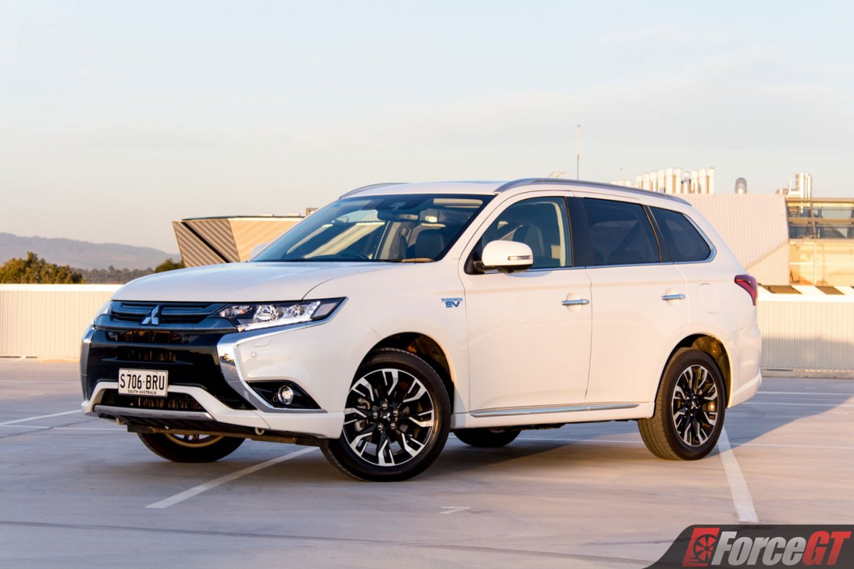 2018 mitsubishi outlander phev review. Black Bedroom Furniture Sets. Home Design Ideas