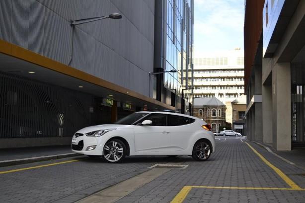 Hyundai Veloster Review – 2012 Manual, Passenger Side