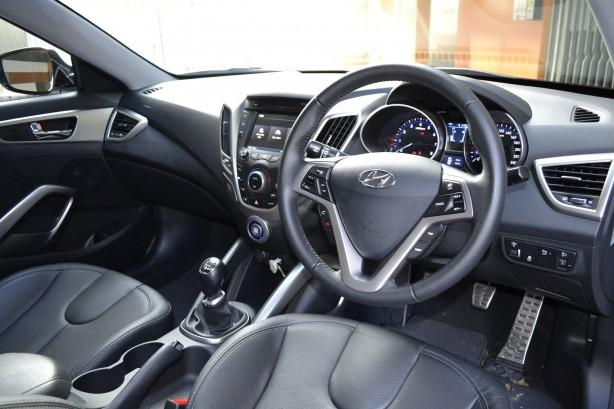 Hyundai Veloster Review – 2012 Manual, Steering Wheel