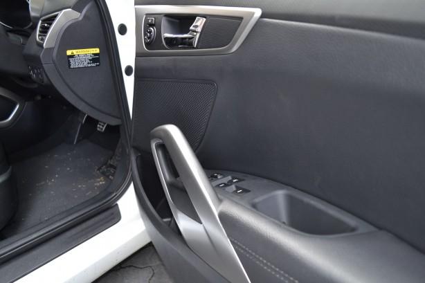 Hyundai Veloster Review – 2012 Manual, Door Panel