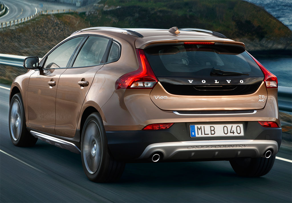 volvo lifts cover off v40 cross country. Black Bedroom Furniture Sets. Home Design Ideas
