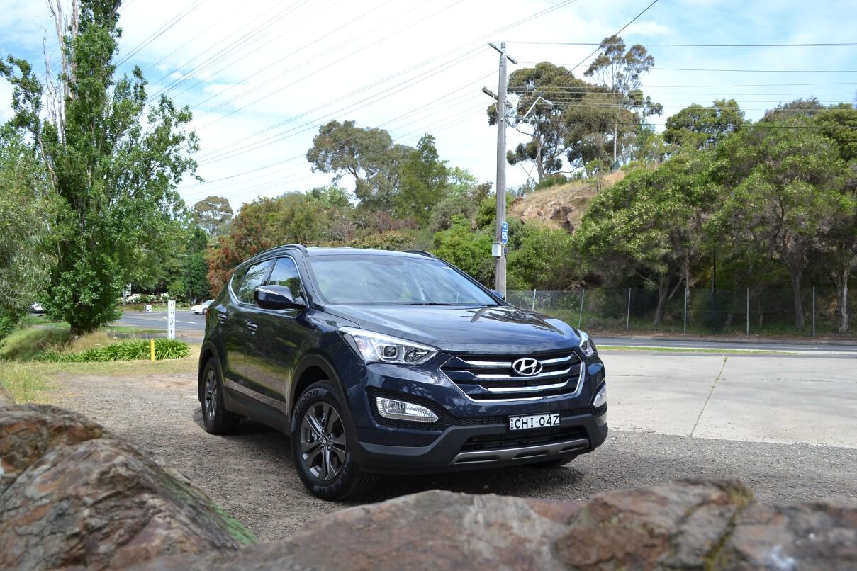 2012 Hyundai Santa Fe Review 09