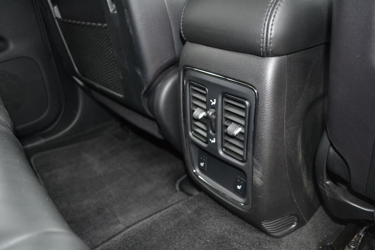 2012 jeep grand cherokee interior 13. Black Bedroom Furniture Sets. Home Design Ideas