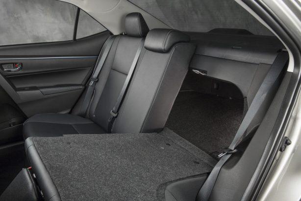 2014 Toyota Corolla sedan-13