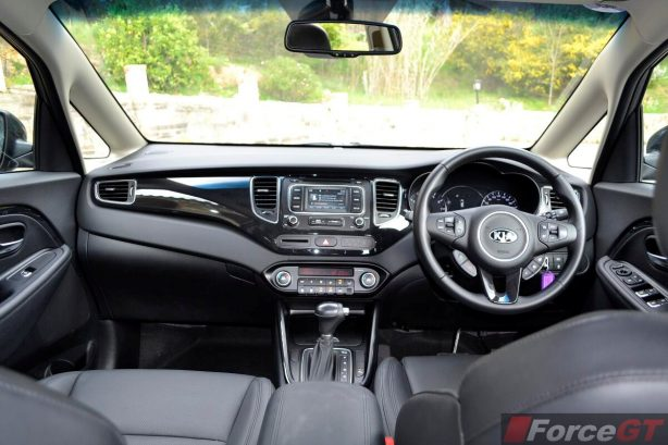 2013 Kia Rondo interior dashboard