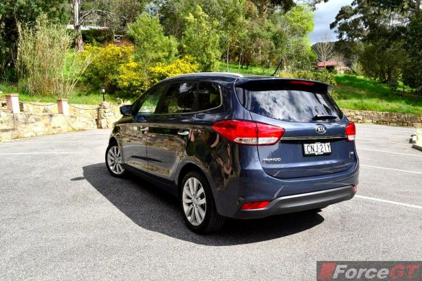 2013 Kia Rondo rear quarter