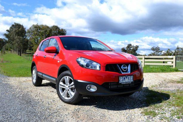 2013-Nissan-Dualis-TS-front-quarter-1