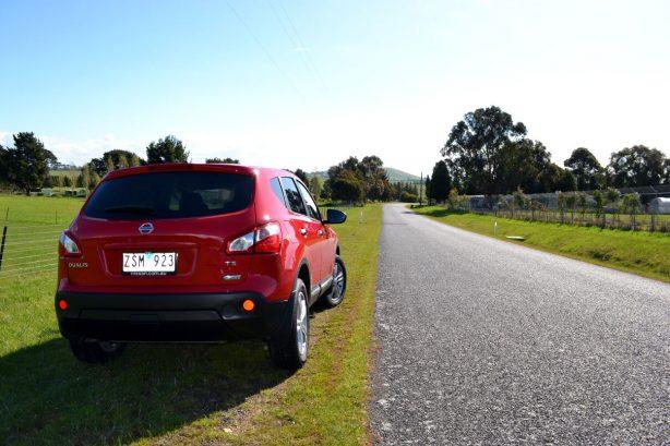 2013-Nissan-Dualis-TS-rear