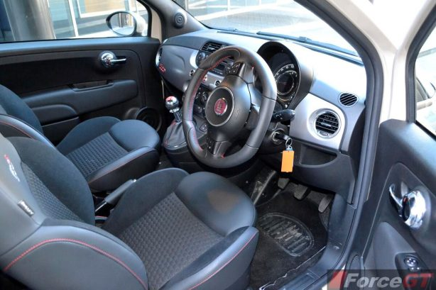 Fiat 500 Review-2013 Fiat 500 Sport interior dashboard