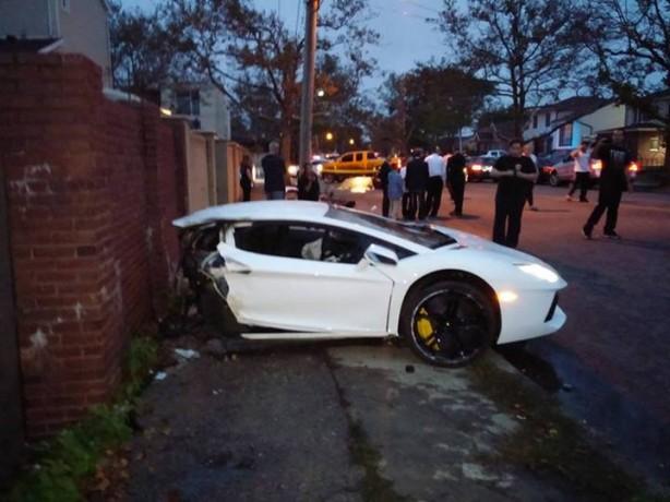 Lamborghini Aventador crash in New York-1
