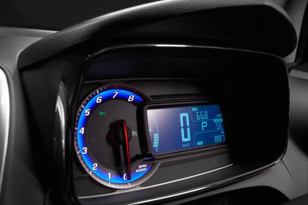 2013-Holden-Trax-LTZ-interior-instrument