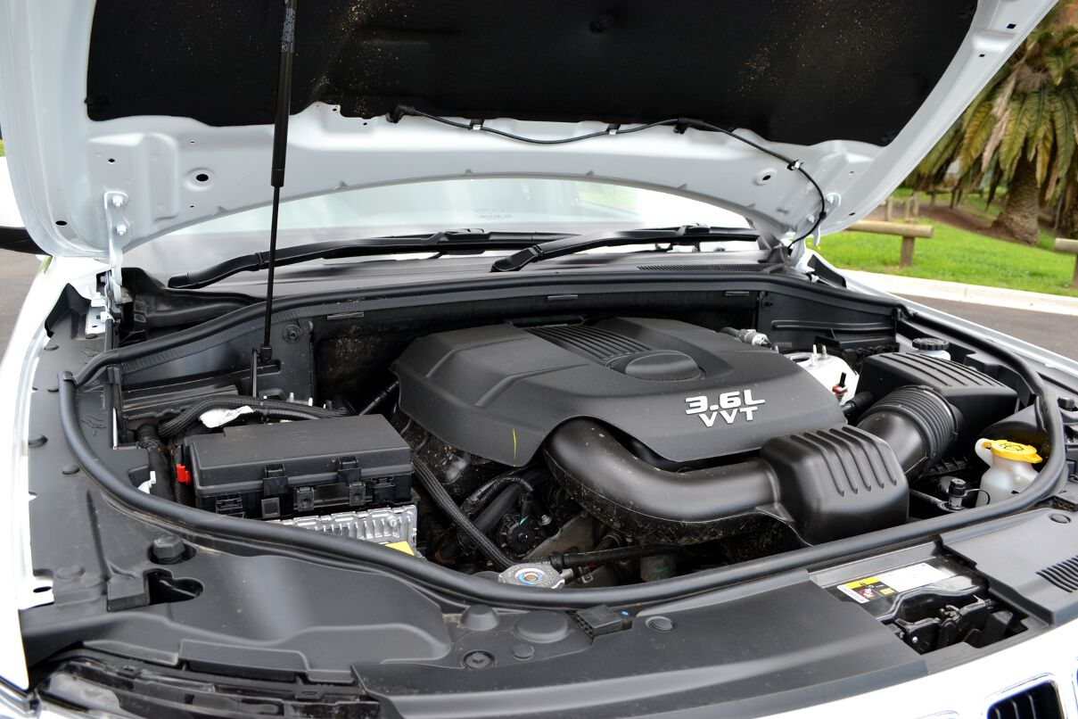 2013-Jeep-Grand-Cherokee-Laredo-4x2-engine-bay - ForceGT.com