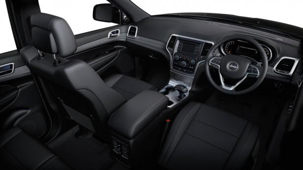2013-Jeep-Grand-Cherokee-Laredo-4x2-interior
