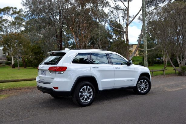 2013-Jeep-Grand-Cherokee-Laredo-4x2-rear-quarter