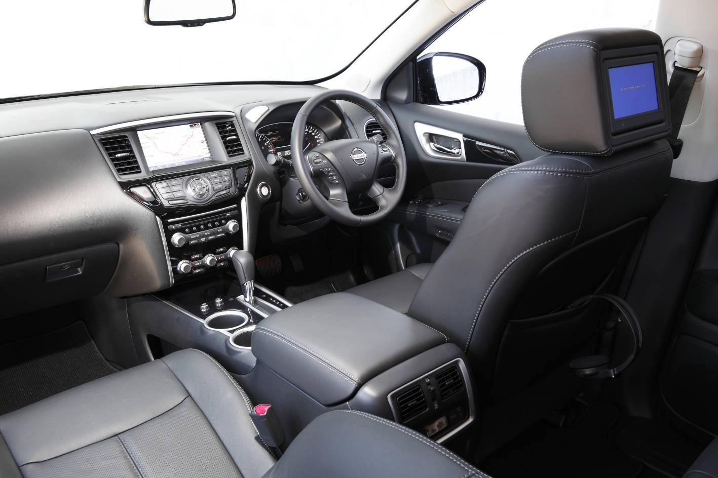 2013 Nissan Pathfinder interior - ForceGT.com