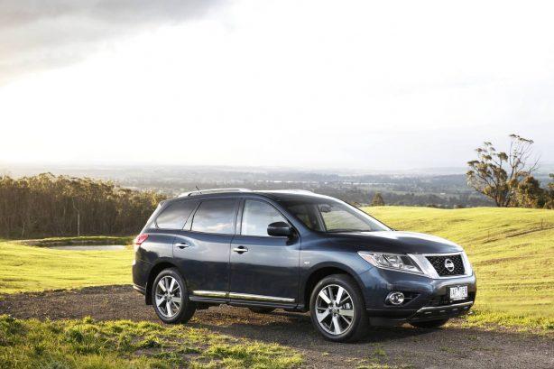 2013 Nissan Pathfinder side