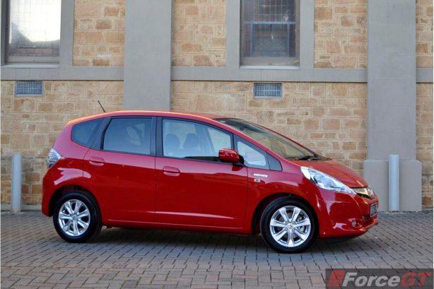 Honda Jazz Review-2013 Honda Jazz Hybrid side