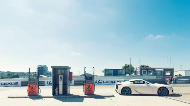 Lexus-LFA-Nurburgring-special-event-fuel-stop