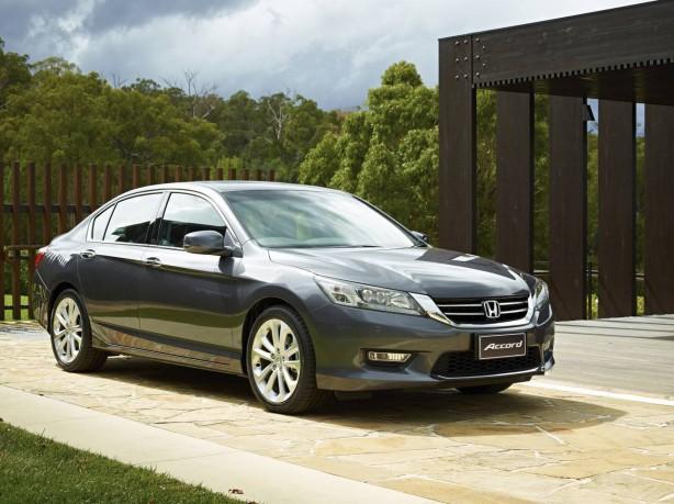2013-Honda-Accord-VTi-L-front-quarter