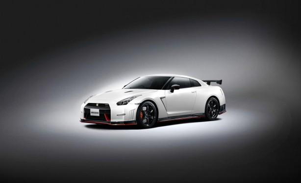 2014 Nissan GT-R Nismo front quarter