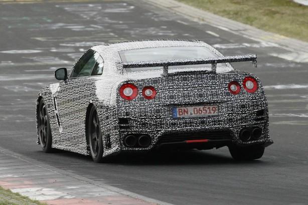 2014-Nissan-GT-R-Nismo-nurburgring-testing-2