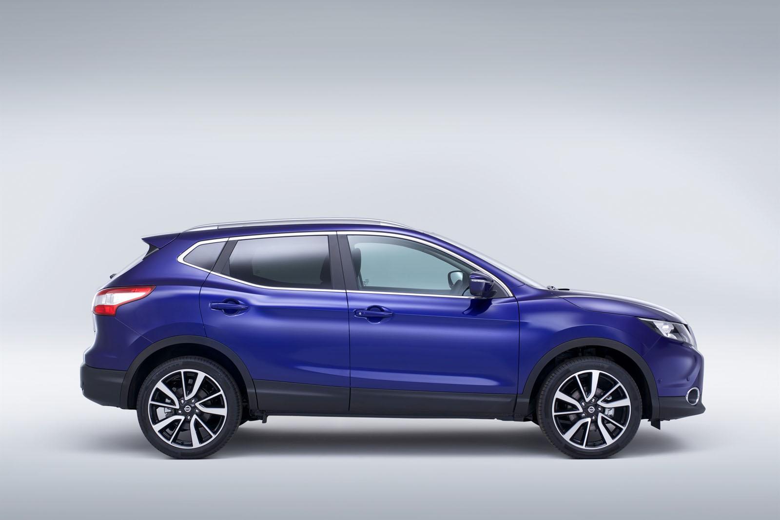 2014 Nissan Qashqai blue side - ForceGT.com