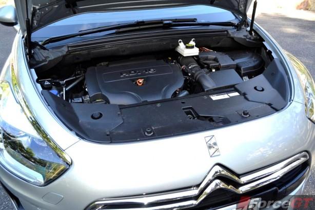 Citroen DS5 Review-2013 DS5 engine compartment