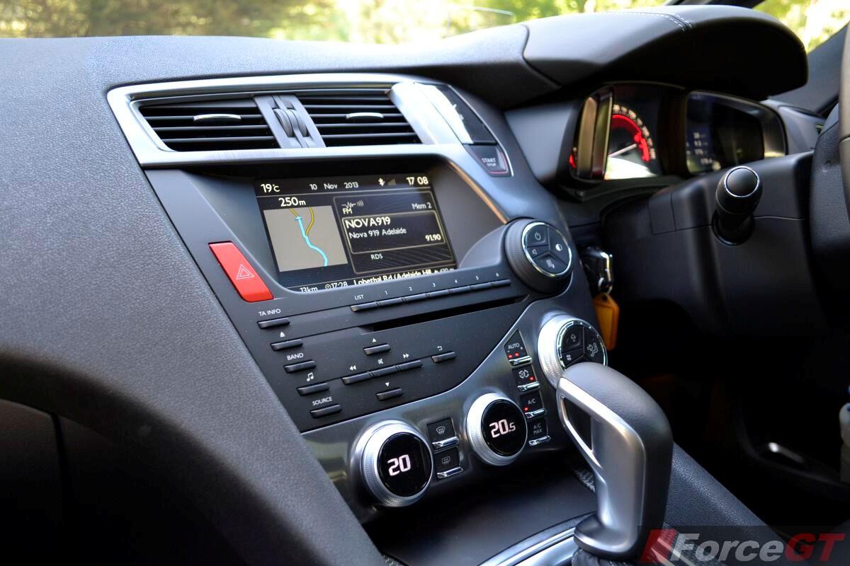 citroen ds5 review-2013 ds5 interior infotainment screen
