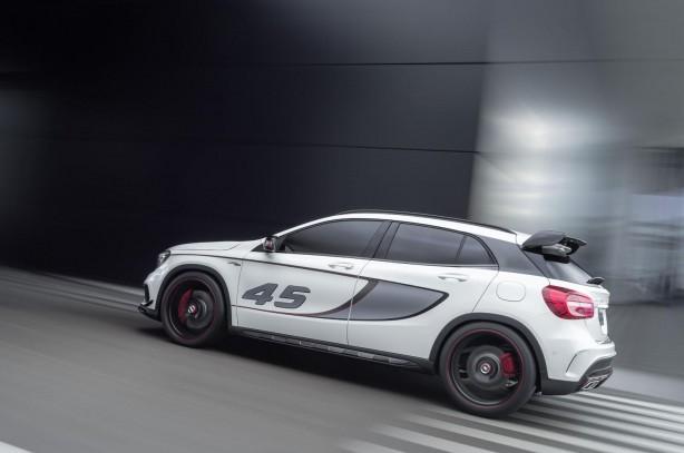 Mercedes-Benz GLA 45 AMG concept side rolling