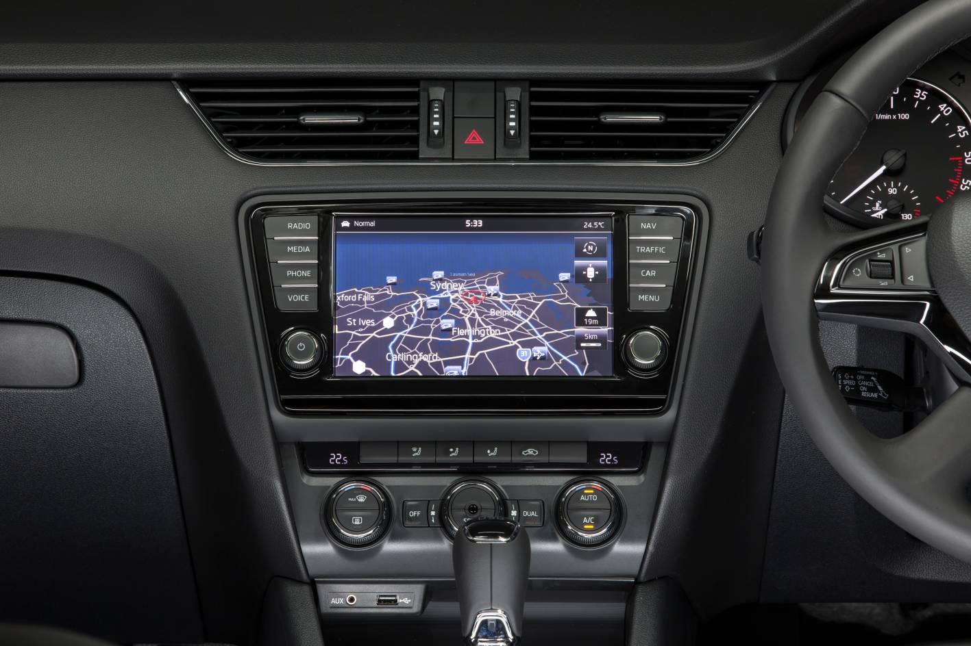 Skoda Octavia Ambition Elegance interior 8-inch screen ...