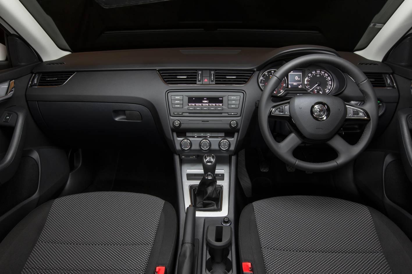 Skoda Octavia Ambition interior dashboard - ForceGT.com