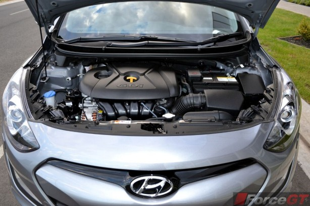 2013-Hyundai-i30-SR-engine-bay