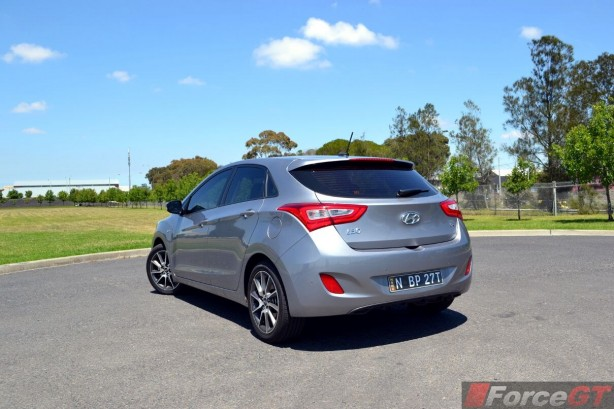 2013-Hyundai-i30-SR-rear-quarter