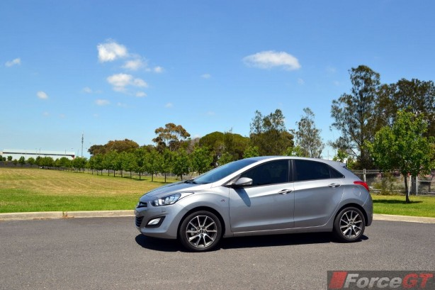 2013-Hyundai-i30-SR-side